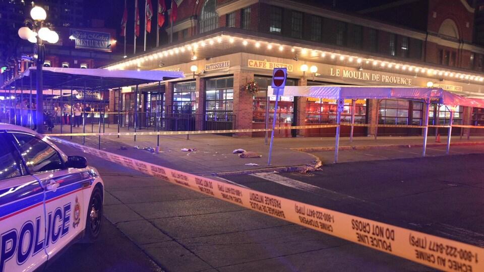 Une auto-patrouille sur la scène d'un crime.