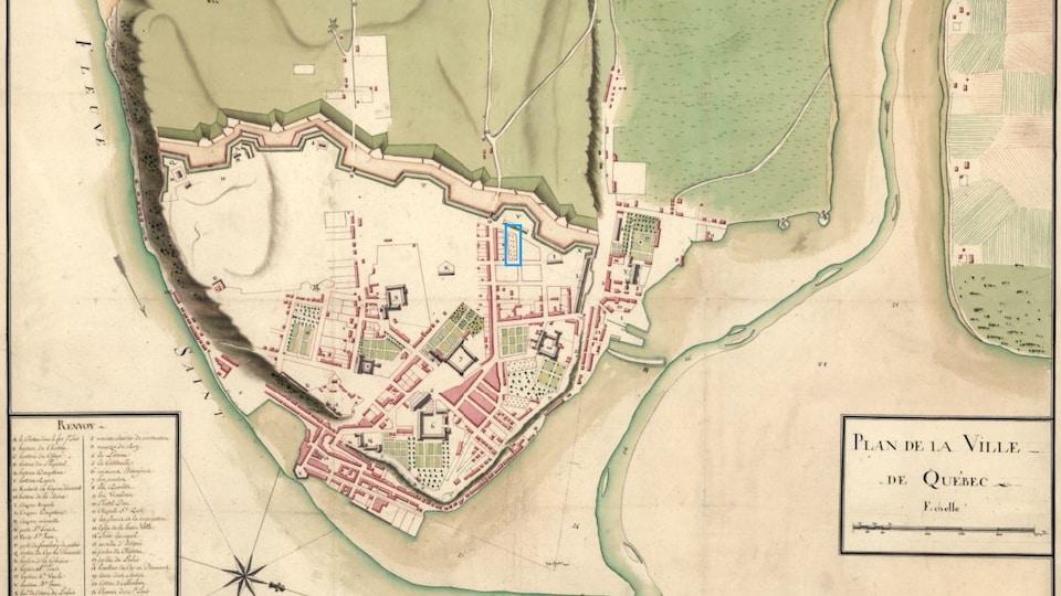 Un plan de la Ville de Québec en 1750. Dans l'encadré bleu se trouve le quadrilatère dans lequel ont lieu les fouilles, 261 ans plus tard.
