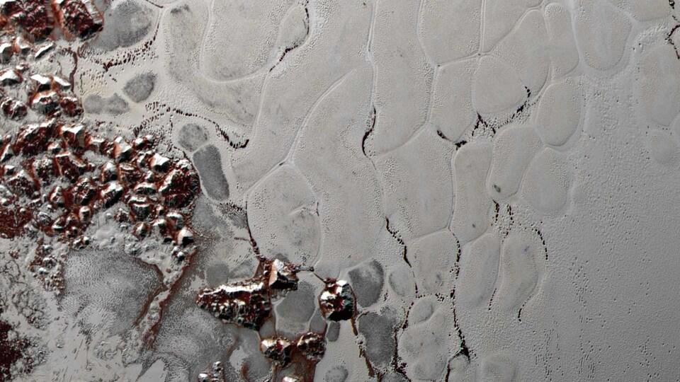 Image montrant le bassin Sputnik Planitia.