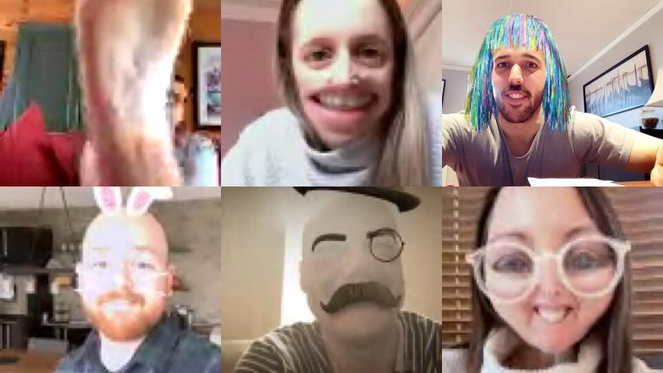 Ils s'amusent avec des filtres d'applications.