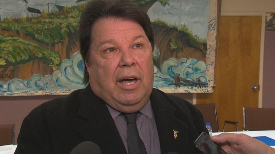Le maire en point de presse suite à l'annonce d'une aide pour lutter contre l'érosion des berges.
