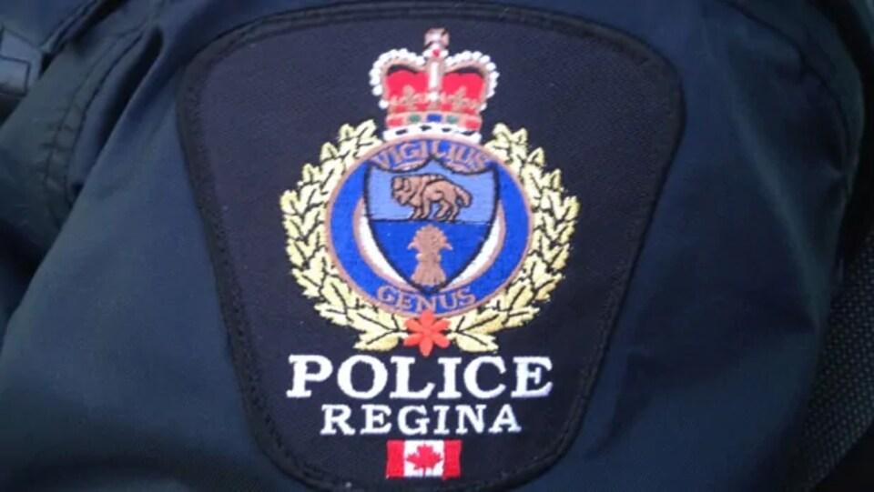 Un écusson de la police de Regina.