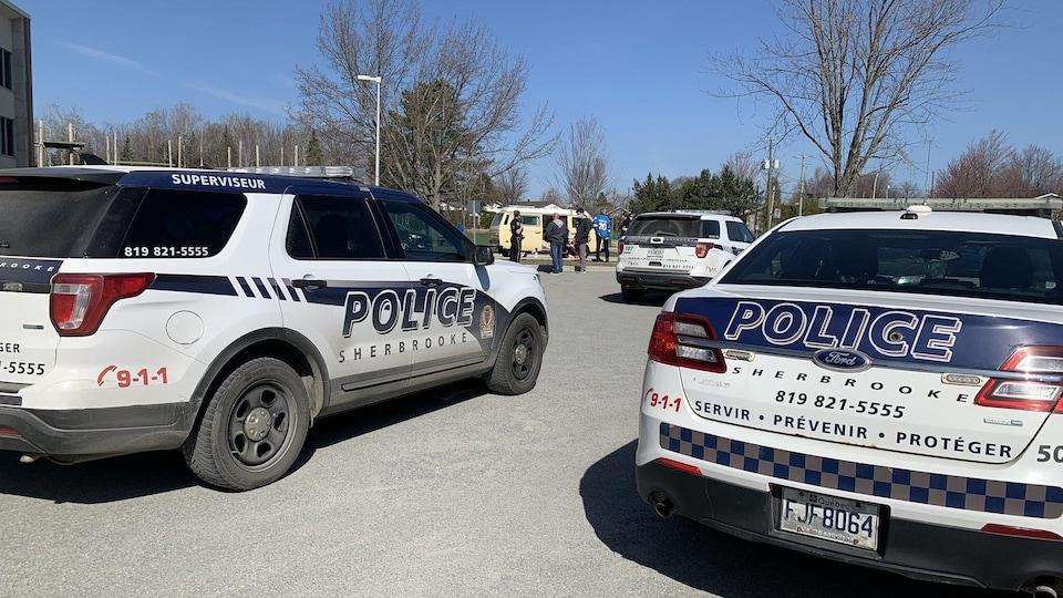 Des voitures de police au Triolet de Sherbrooke.