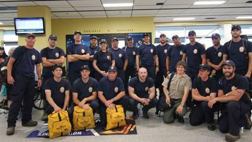 Photo de groupes de pompiers forestiers canadiens.