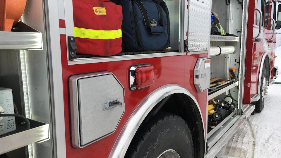 gros plan équipement de camion de pompier