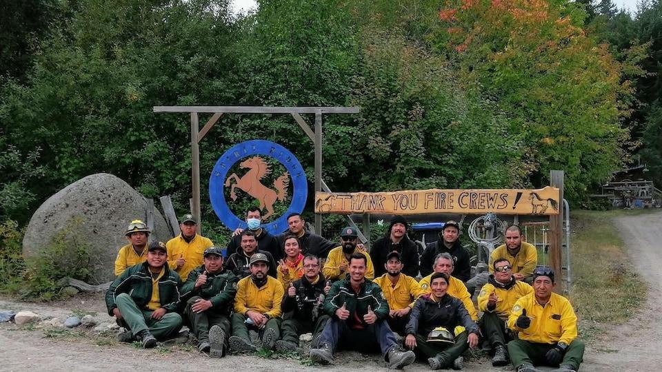 L'équipe de pompiers mexicains en photo de groupe.