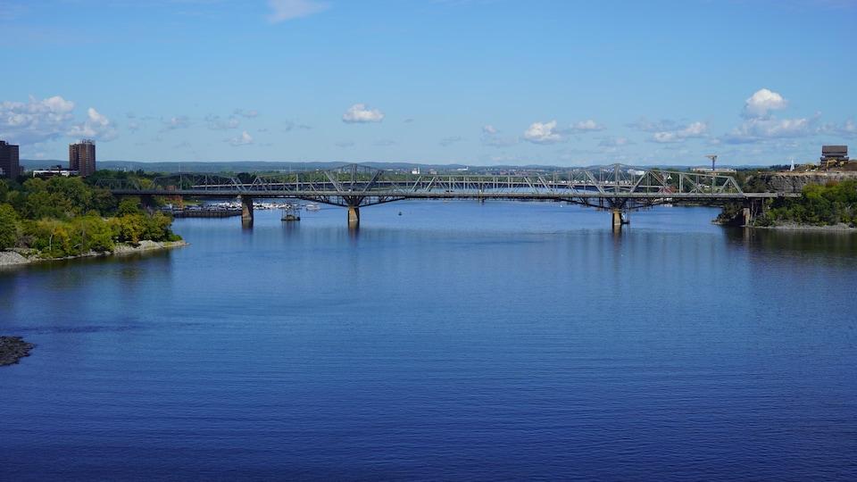 Le pont Alexandra.
