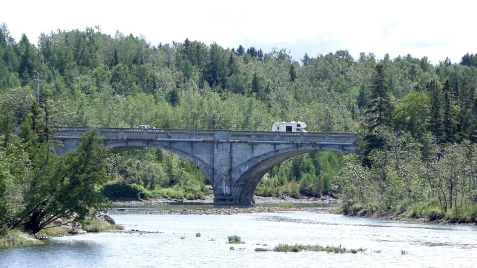 Le pont Bergeron enjambe la rivière Mitis