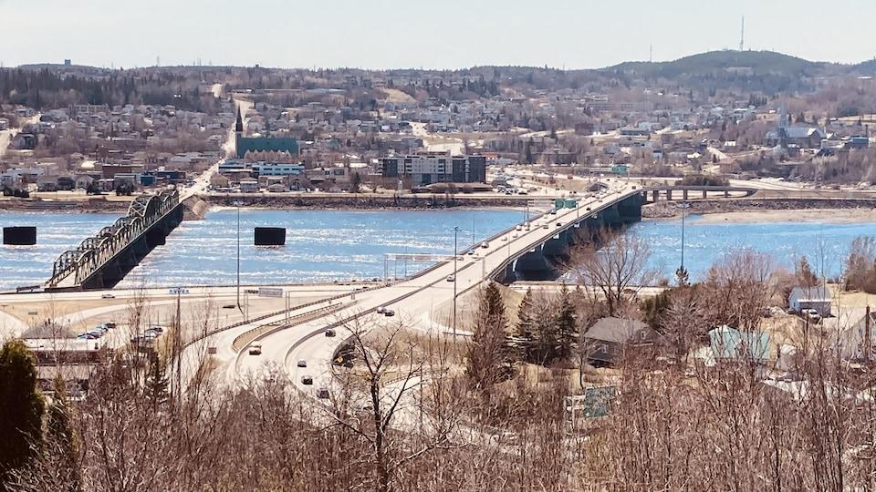 Le pont Dubuc (à droite) et le pont de Sainte-Anne (à gauche).