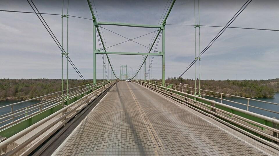 Le pont des Mille-Îles en Ontario qui permet de se rendre aux États-Unis.