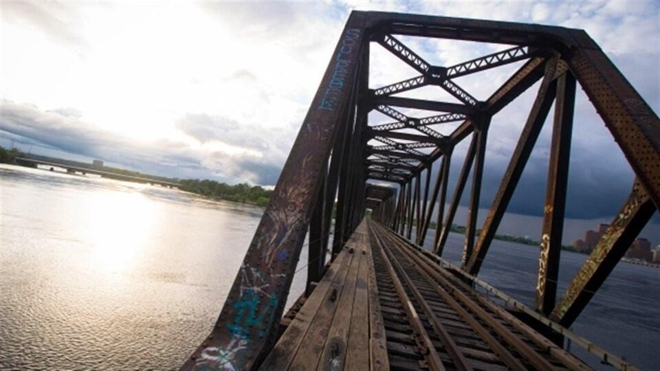 Le pont Prince de Galles entre Ottawa et Gatineau.