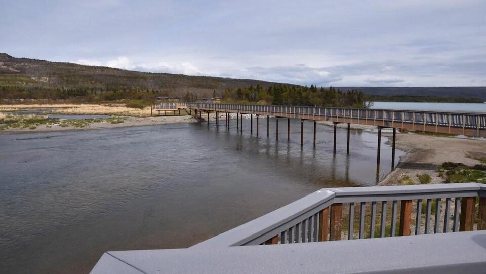 Pont surélevé enjambant la rivière Brooks