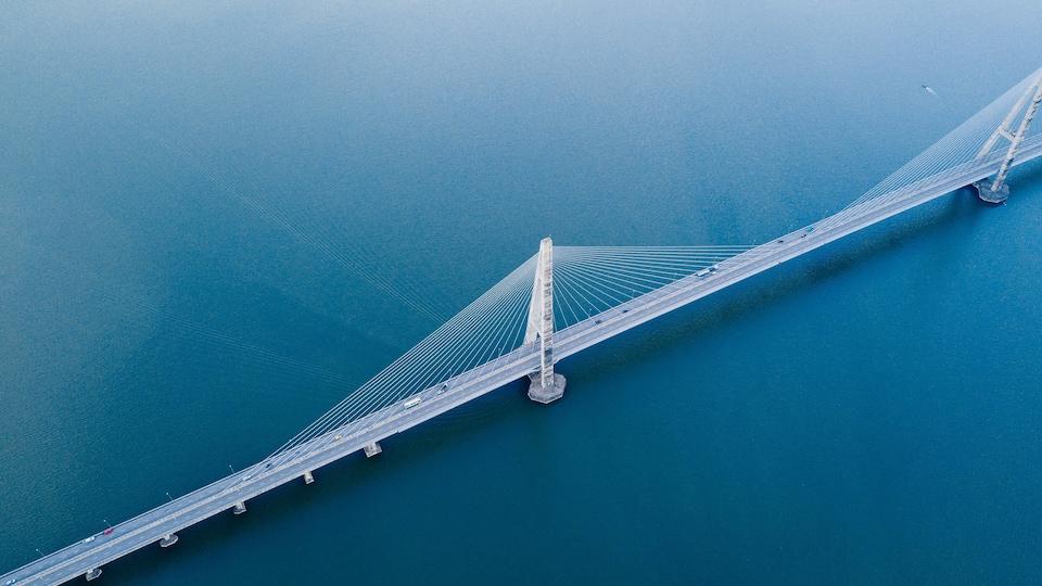 Photo aérienne du pont à haubans Sungai Johor.
