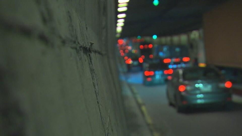 Des voitures dans le pont-tunnel.
