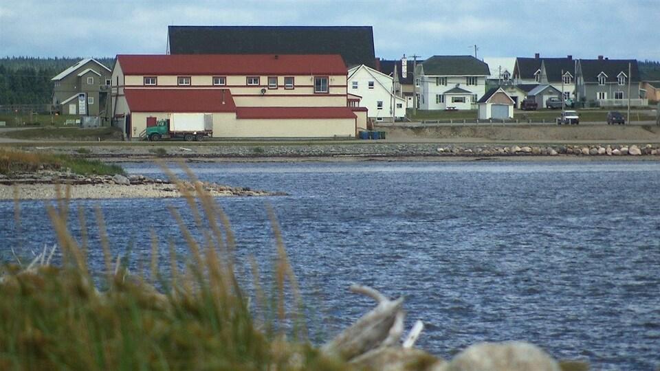 Village de Port-Menier. Le lien maritime permettrait de désenclaver l'île d'Anticosti.