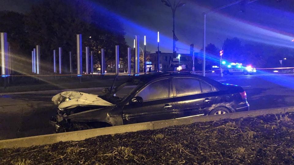Une voiture accidentée.