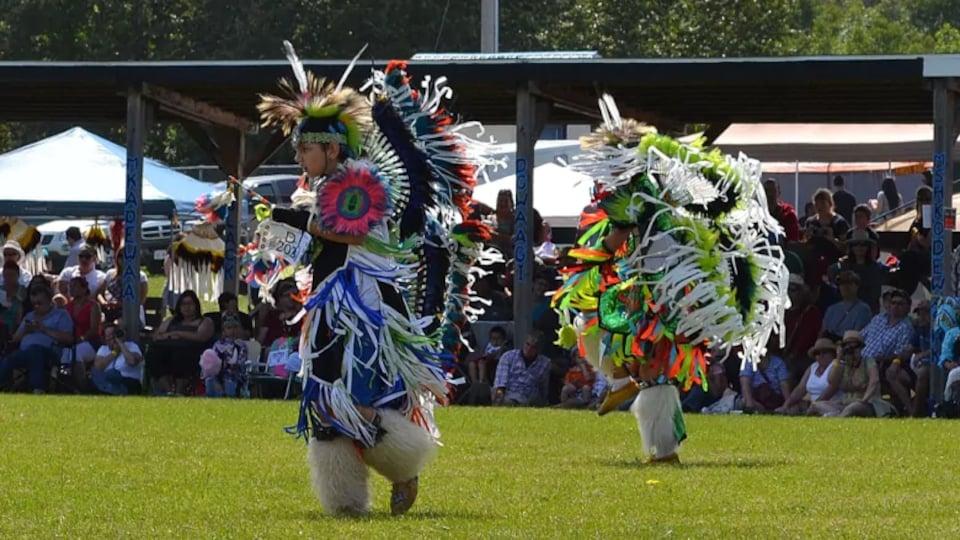 Une danse traditionnelle autochtone.