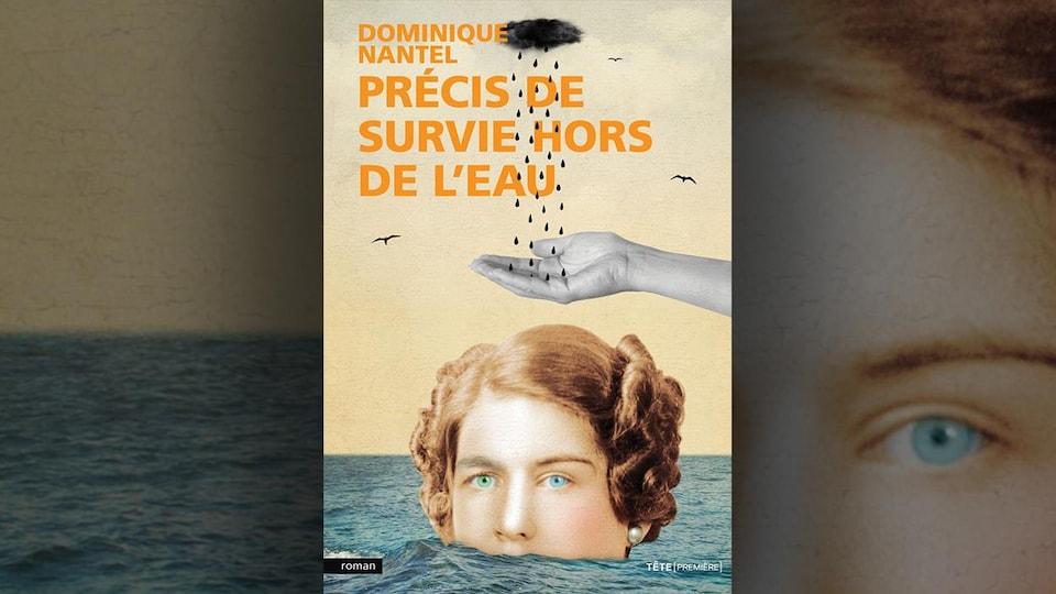 Sur la page couverture, l'image d'une femme dans l'eau jusqu'à la bouche.