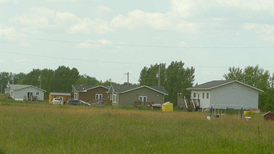 Des maisons dans une réserve autochtone.