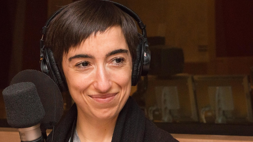 Chiara Piazzesi dans le studio de l'émission La sphère.