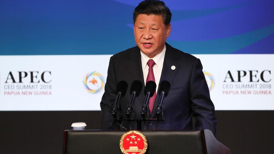 Le président chinois Xi Jinping prend la parole lors du sommet de l'APEC 2018 à Port Moresby, en Papouasie-Nouvelle-Guinée.