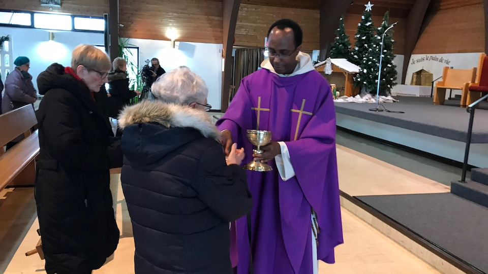 Les fidèles apprécient l'apport des prêtres recrutés à l'étranger.
