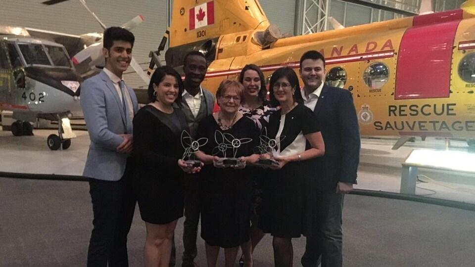 Les récipiendaires des prix de reconnaissance au gala de l'AFO, notamment Soukaina Boutiyeb, Tréva Cousineau, et Linda Cardinal.