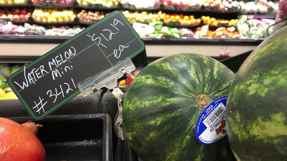 Un melon d'eau à 12,19 $ l'unité.