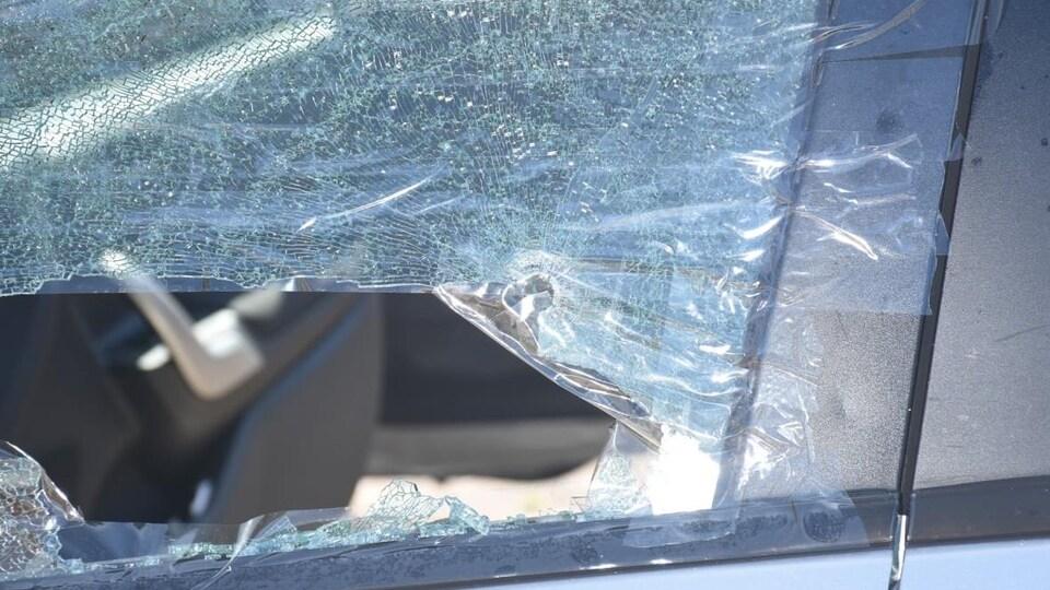 La cour a reçu de nombreuses photos des dommages causés à une Ford Fiesta argent appartenant à Bobbie Lee Wright, dont le corps a été retrouvé sur le siège passager avant.