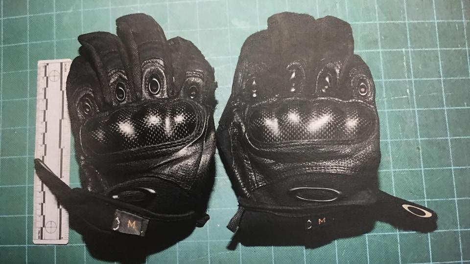 Une photo de «gants d'assaut».