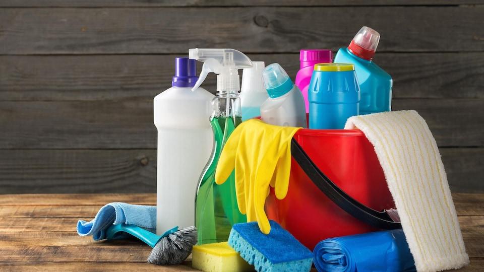 Des produits ménagers.