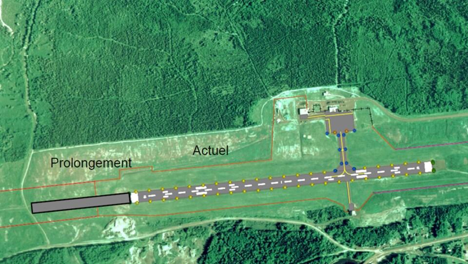 Une carte aérienne montre l'allongement prévu de la piste.