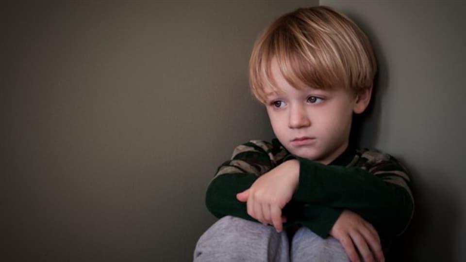 Un enfant en punition