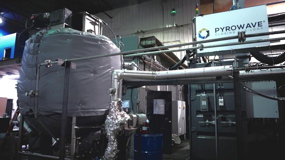 De la machinerie dans une usine de recyclage.