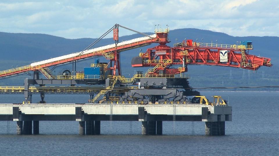 Machine pour le chargement de minéraliers au port de Sept-Îles