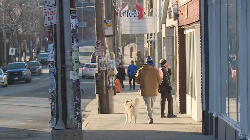 Une rue animée du quartier nord d'Halifax.