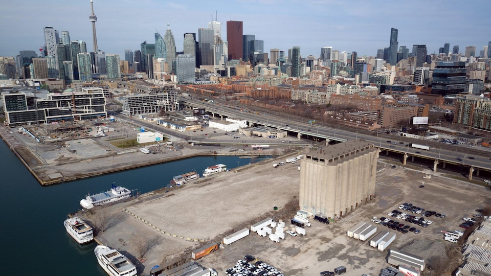 Vue aérienne du secteur riverain de Toronto