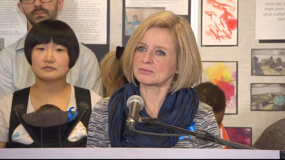 Rachel Notley s'exprime sur l'investissement de 10 millions de dollars annoncé par la province pour les garderies.