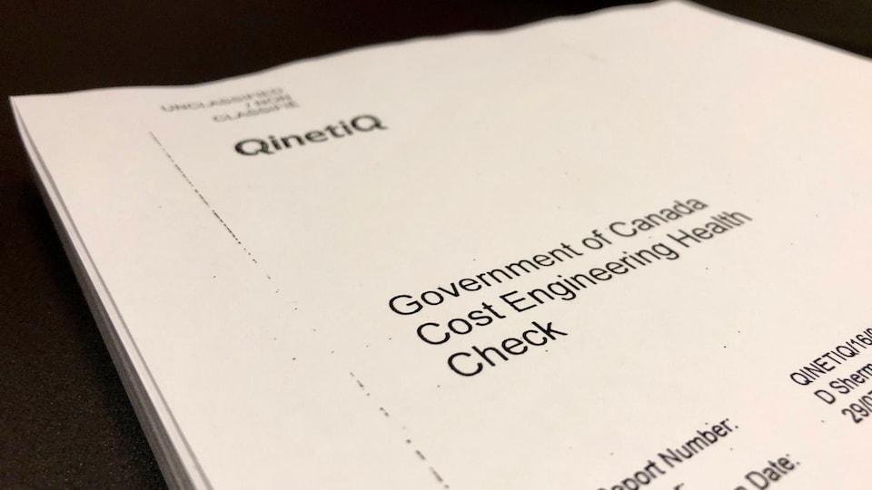 Une photo de la page couverture du rapport de la firme Qinetiq commandé par le gouvernement fédéral pour mesurer la capacité des ministères à évaluer les projets.