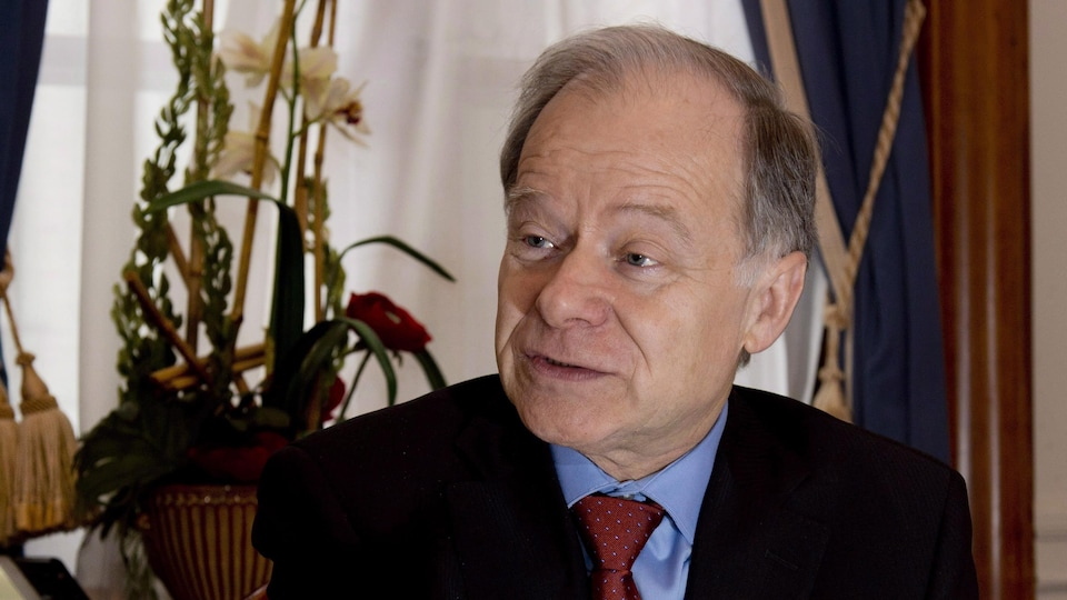 L'ex-ministre des Finances du Québec, Raymond Bachand, agira comme conseiller spécial du gouvernement du Québec lors des négociations sur l'ALENA.