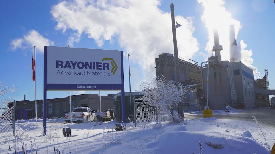 Extérieur d'une usine en hiver