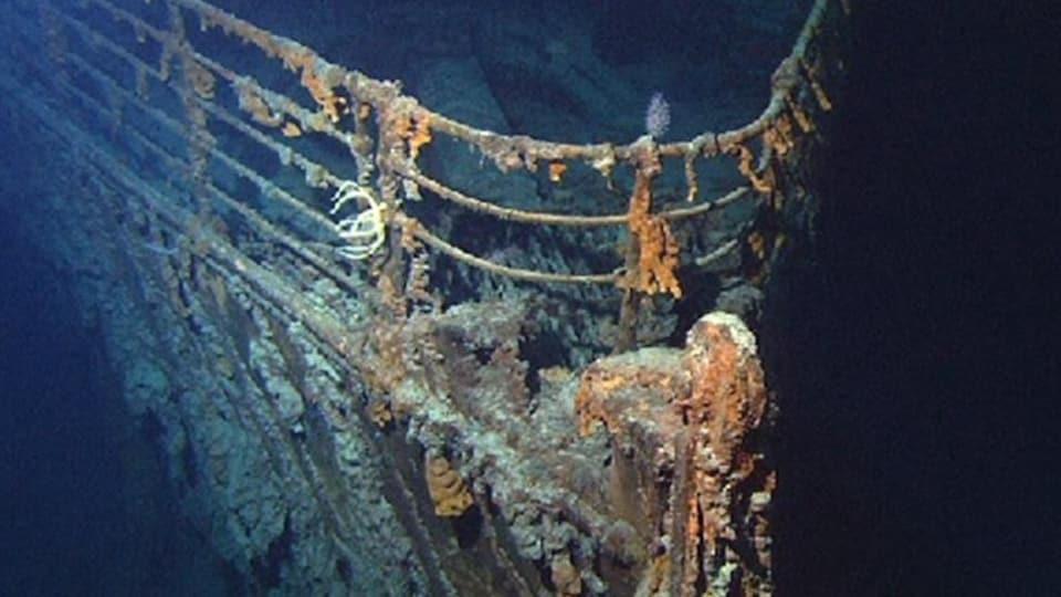 La proue du Titanic en 2004 au fond de l'océan, à environ 3700 mètres de profondeur.