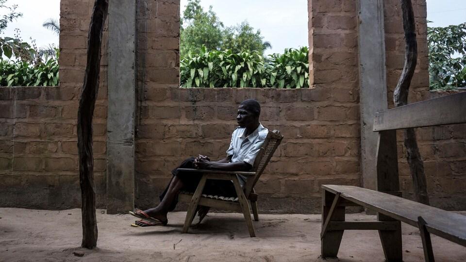 Selon l'ONU, 1,3 million de personne ont été déplacées par le conflit sur le territoire de la RDC, et 40 000 autres ont trouvé refuge en Angola. Cet homme a trouvé refuge au camp de Gungu, en RDC, comme des milliers d'autres personnes.