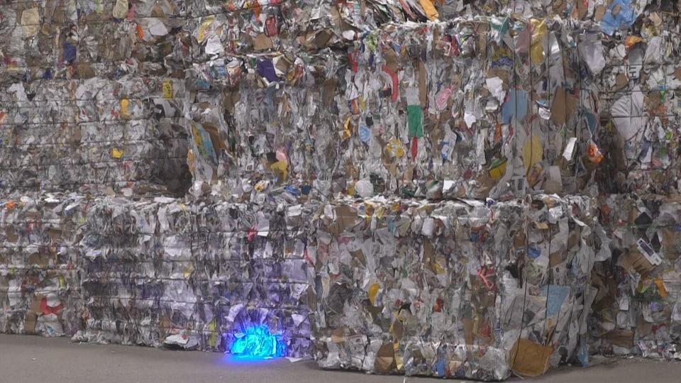 Le centre de tri enregistre un manque à gagner de 25 $ par tonne de papier journal récupéré.