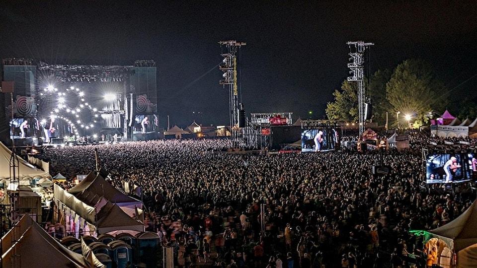 Le groupe Red Hot Chili Peppers a attiré une foule record au Bluesfest 2016 à Ottawa.