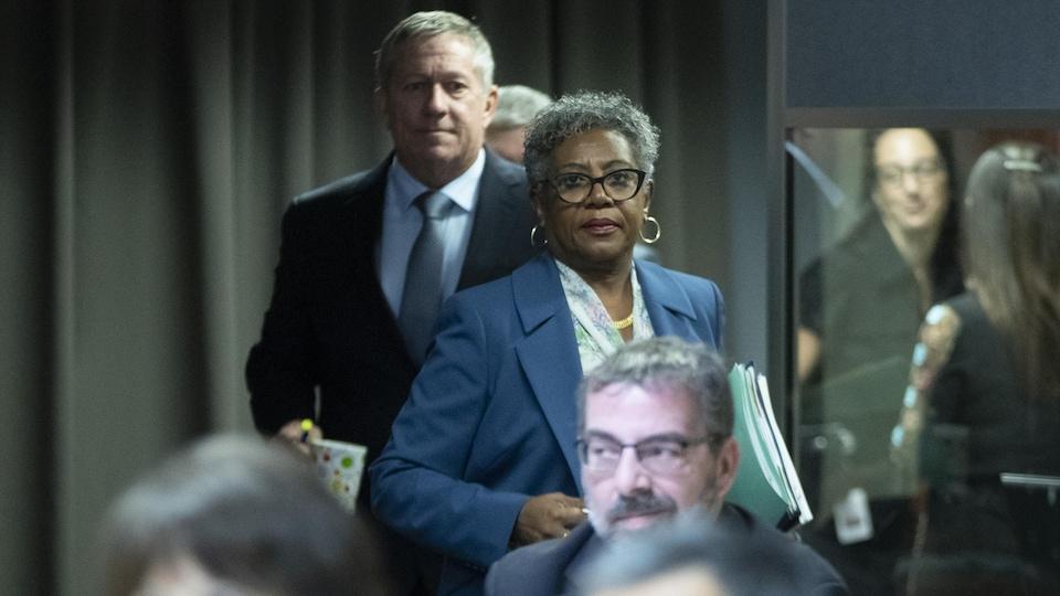 Arrivée de Régine Laurent, présidente de la Commission.