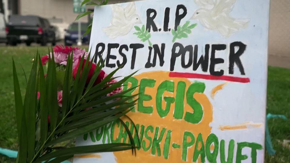 Un mémorial improvisé à la mémoire de Regis Korchinski-Paquet