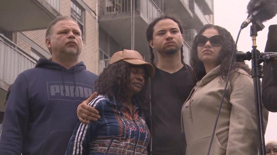 La famille de Regis Korchinski-Paquet exprime sa tristesse lors d'une conférence de presse en juin.