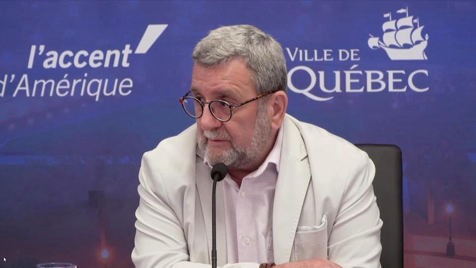 Régis Labeaume en point de presse.