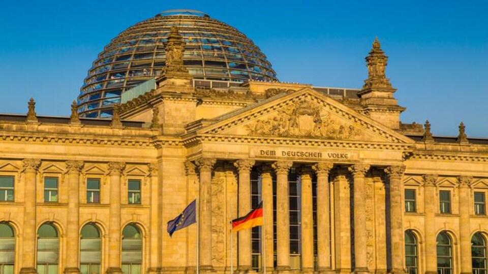 La coupole de verre du Reichstag à Berlin.